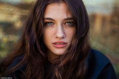 Potret Menawan Para Wanita Cantik di Seluruh Dunia - 6