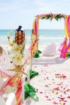 Tropical Palms #beach #wedding #invitation www.loveitsomuch.com