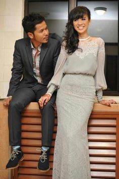 Fizah nizam, local celeb with hub. Gorgeous wedding dress. Dress by Alia B fr Malaysia. Explains the detailings n superb tailoring