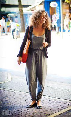 /look-♥-da-equipe-gnt-8/ Fotos: Juliana Rocha A Carolina tava linda e confortável e, antes de posar pra nossa lente, fez questão de dobrar (...)