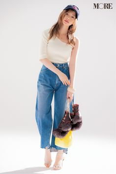 girls and ladys Cute Asian Girls, Cute Girls, Pretty Girls, Bell Bottom Jeans, Mom Jeans, Normcore, Beautiful Women, Lady, Pants
