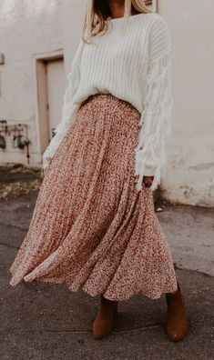 Modest Fashion 262264378287296607 - Wildest Dreams Skirt – 3 Colors – One Loved Babe Source by tyraelvira Looks Chic, Looks Style, My Style, Mode Outfits, Fashion Outfits, Fashion Trends, Girly Outfits, Pretty Outfits, Skandinavian Fashion