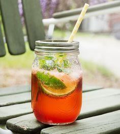 Fredagsdrinken – Jordgubbsmojito – Bara en kaka till Moscow Mule Mugs, Beverages, Tableware, Food, Dinnerware, Tablewares, Eten, Place Settings, Meals