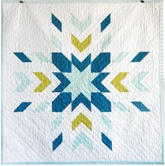 Love these colors! This geometric quilt is the Glacier Quilt by Jennifer Meakins. Jenny Meakins has an Etsy Shop where she sells beautiful hand made modern quilts. Star Quilts, Mini Quilts, Quilt Blocks, Owl Quilts, Cute Quilts, Easy Quilts, Quilt Baby, Baby Patchwork Quilt, Quilting Projects