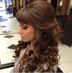 Prom Frisuren 2019 Half Up Wedding Hairstyles With Bangs Curled Wedding Hair, Wedding Hair Bangs, Bridal Hair Half Up, Wedding Hairstyles Half Up Half Down, Wedding Hairstyles For Long Hair, Hairstyles With Bangs, Straight Hairstyles, Trendy Hairstyles, Prom Hairstyles