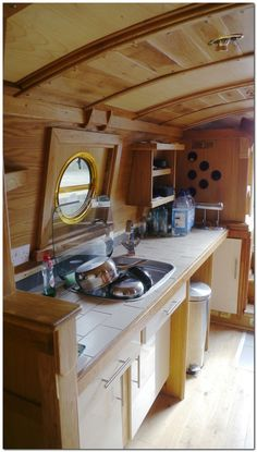Houseboat Design Ideas - The Urban Interior Canal Boat Interior, Canal Barge, Narrowboat Interiors, Houseboat Living, Houseboat Ideas, Tiny House Movement, Black Kitchens, Rustic Design, Life Hacks