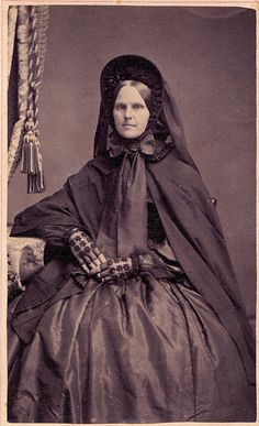 Woman in Mourning, Albumen Carte de Visite, Circa 1861 Victorian Era Fashion, Victorian Photos, Victorian Women, Historical Costume, Historical Clothing, Vintage Photographs, Vintage Photos, Mourning Dress, Civil War Dress