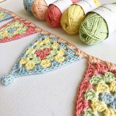 Annaboo's house: Summer Bunting - New Sites Crochet Bunting Pattern, Crochet Garland, Crochet Decoration, Crochet Motif, Crochet Yarn, Crochet Flowers, Knitted Bunting, Crochet Gifts, Cute Crochet