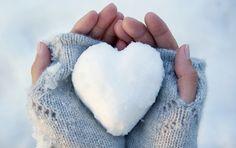 Iedereen heeft weleens te maken met koude handen en voeten. Zodra je handen of voeten kouder worden dan normaal dan gaat je lichaam in een soort van verdedigingsmodus. Het moet natuurlijk de organen bewaken van