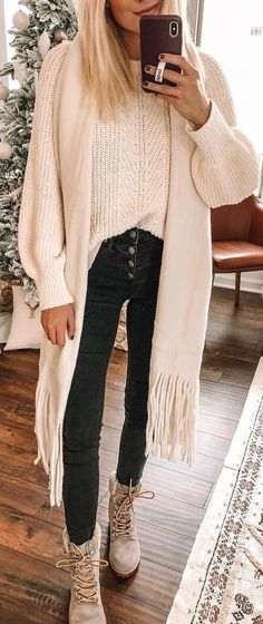 white cable knit long-sleeved crew-neck shirt