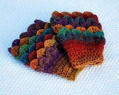 Vintage Driftwood: crocodile stitch crochet pattern for free Crochet Boot Cuffs, Crochet Mittens, Crochet Gloves, Fingerless Mittens, Crochet Slippers, Crochet Scarves, Crochet Crocodile Stitch, Stitch Crochet, Crochet Stitches