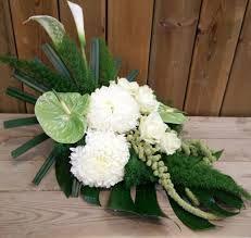 Gerelateerde afbeelding Winter Floral Arrangements, Church Flower Arrangements, Church Flowers, Funeral Flowers, Arte Floral, Luxury Flowers, Special Flowers, White Wedding Flowers, Ikebana