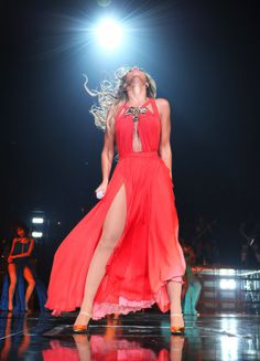 Freakum dress beyonce mrs carter show pictures