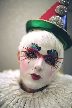 Yes, that appears to be a clown. Fitting for a clown category. Makeup Carnaval, Clown Makeup, Costume Makeup, Halloween Makeup, Halloween Clown, Le Clown, Clown Faces, Circus Clown, Pierrot Costume