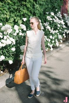 Take an extra large handbag from the office to the weekend by pairing it with a casual summer outfit.