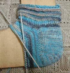 con degli avanzi di lana... 39/40 64 maglie, ferri 2,5 Consigli riguardo all' utilizzo degli avanzi: per aggiungere un f...