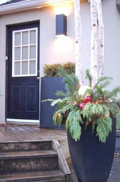 36 Awesome Outdoor Holiday Planter Ideas To Beauty Porch Décor trending Outdoor Christmas Planters, Outdoor Planters, Big Planters, Porch Planter, Christmas Holidays, Christmas Decorations, Outdoor Decorations, Christmas Porch, Christmas Ideas