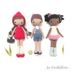 ()Me parece a mí que esta pandilla planea disfrutar del fin de semana ❤️. Crochet Doll Clothes, Knitted Dolls, Crochet Dolls, Crochet Baby, Free Crochet, Disney Crochet Patterns, Crochet Patterns Amigurumi, Amigurumi Doll, Doll Patterns