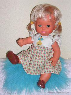 Muñeca BABY MOCOSETA / MOCOSETE de TOYSE, Años 70 -- Ropa   Original, muy bien conservada.