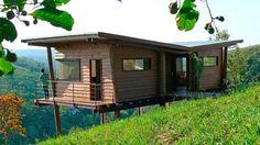 Pré-fabricada e quentinha, casa de madeira enfrenta o frio da serra