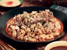 Fried Sesame Calamari with Ponzu Aioli and Wasabi Cocktail Sauce Recipe Savory Snacks, Snack Recipes, Ono Kine Recipes, Fried Calamari, Cocktail Sauce, Appetizer Dips, Aioli, Fish And Seafood, Food To Make