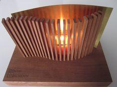 Especialidad: Miniaturas  Portavelas táctil / Bicivela  Portavelas táctil: Producto en formato kit , de tacto agradable , para ser montado por el usuario como entretenimiento y como elemento decorativo: portavelas con zocalo de madera donde se situan varillas de madera y una lamina de laton, con la vela en el centro.     Bicivela: El contenedor ha sido hecho como complemento a los jabones, para dar una comodidad al uso del producto, haciendo el uso de jabonera. Por José Pedro Yañez