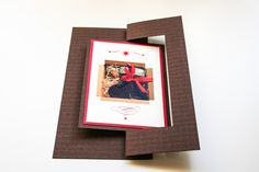 Weihnachtskarte als Twistcard, zum Drehen, Rot, Braun, Creme, Lebkuchen, Stiefel ©passion4paper www.die-edle-karte.de