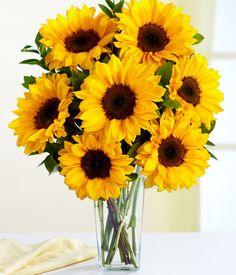 Sunflower centerpiece... Super fun and fresh idea for a summer/eclectic wedding