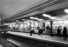 Madrid, 17/05/1982. Exposición en el metro en la estación del Retiro