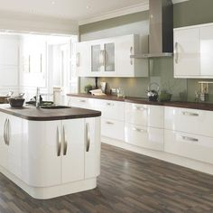 Cooke and Lewis High gloss cream from b and q Kitchen Living, New Kitchen, Space Kitchen, Kitchen Units, Olive Kitchen, High Gloss Kitchen, Cream Gloss Kitchen Decor, Cream Kitchen Cupboards, Kitchen Colour Schemes