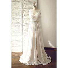 A-linje Brudklänning - Chic och modern Brudklänning i färg / Genomskinliga Hovsläp V-hals Chiffong / Spets medKnapp / Spets / Bälte / – USD $ 129.99
