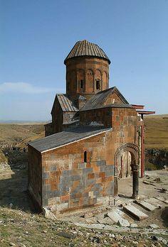 Vue générale du sud-ouest de la basilique paléochrétienne ...
