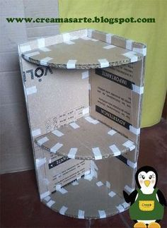 Cardboard can be a very useful tool in constructing simple around-the-house devices. Learn how to take a simple cardboard box that was almost trash and turn it into a functional corner shelf.Resultado de imagem para muebles de carton reciclado paso a Diy Cardboard Furniture, Cardboard Crafts, Diy Furniture, Cardboard Box Storage, Cardboard Organizer, Cardboard Letters, Coaster Furniture, Mur Diy, Carton Diy