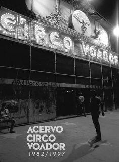 Acervo Circo Voador 1982-1997 Este catálogo contempla o primeiro período da história do Circo Voador, e cobre de 1982 a 1997 (embora a casa tenha sido fechada em 1996, no ano seguinte ocorreram eventos, shows e manifestações em prol da reabertura da casa). O objetivo desta publicação é mostrar como o acervo reflete parte da história e do processo cultural brasileiro, através de uma listagem completa de materiais audiovisuais (shows, bastidores, videojornais) relativos ao Circo, de…