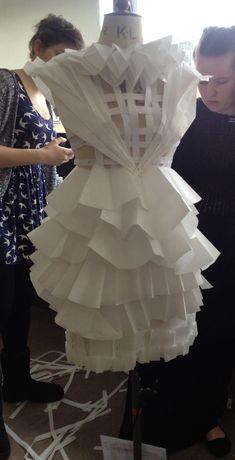 Paper Fashion, Origami Fashion, Fashion Art, Fashion Show, Fashion Design, Textile Manipulation, Paper Clothes, Paper Dresses, Vetements Clothing