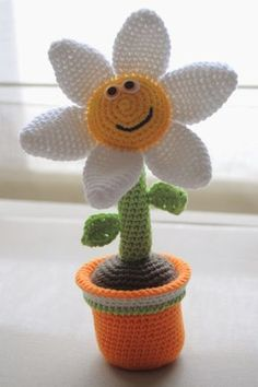 Amigurumi vase with flowers Explanations Crochet Cactus, Crochet Diy, Crochet Amigurumi, Crochet Dolls, Crochet Flowers, Crochet Toys Patterns, Amigurumi Patterns, Crochet Stitches, Crochet Decoration