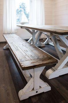 Ruokapöytä ja penkki kierrätyspuusta