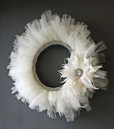 Faces By Farah: Baby Talk: Nursery Decor - DIY Tulle TuTu Wreath! Could add a mirror in the middle Wreath Crafts, Diy Wreath, Door Wreaths, White Wreath, Tulle Crafts, Wreath Ideas, Tulle Wreath Tutorial, White Christmas, Christmas Wreaths