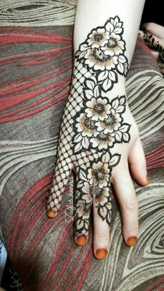 Beautiful henna pattern/new mehendi design for wedding season - Indian Fashion Ideas Floral Henna Designs, Finger Henna Designs, Full Hand Mehndi Designs, Latest Bridal Mehndi Designs, Mehndi Designs For Beginners, Mehndi Designs For Girls, Mehndi Design Photos, Wedding Mehndi Designs, Mehndi Designs For Fingers