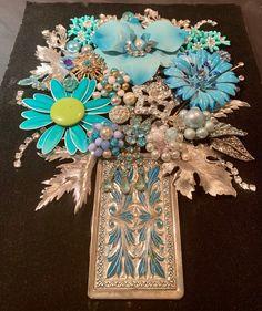 Costume Jewelry Crafts, Vintage Jewelry Crafts, Jewelry Frames, Jewelry Art, Vintage Pins, Vintage Buttons, Vintage Velvet, Collage Art, Framed Art