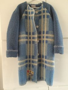 Handmade coat blanket coat jacket dekenjas, made of a vintage blanket, size M door MORETHANVINTAGENL op Etsy
