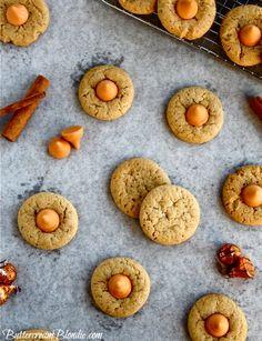 Spiced Pumpkin Kiss Cookies | ButtercreamBlondie.com #cookies #falldesserts