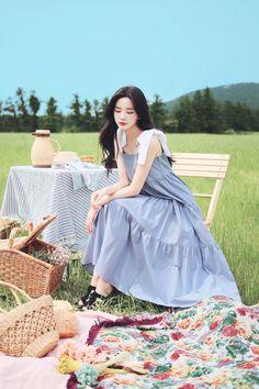 Korean Girl Photo, Korean Girl Fashion, Modern Fashion Outfits, Fashion Dresses, Korean Beauty Girls, Asia Girl, Cute Asian Girls, How To Look Classy, Korean Outfits
