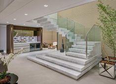 Mármore branco: tipos e 60 ambientes maravilhosos com a pedra Home Stairs Design, Stair Railing Design, Interior Stairs, Home Interior Design, House Design, Home Entrance Decor, House Entrance, Elegant Home Decor, Elegant Homes