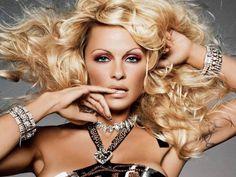 Pamela Anderson Makeup Tutorial - (Mac Viva Glam) SO pretty!!