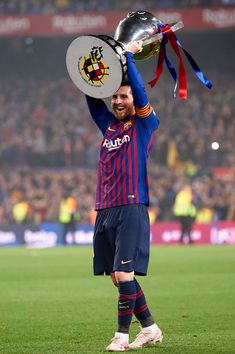 Lionel Messi of Barcelona celebrates after Barcelona won their league title at the end of the Spanish League football match between Barcelona and Levante at the Camp Nou stadium in Barcelona on April 2019 (Photo by Jose Breton/NurPhoto via Getty Images) Messi 10, Messi Soccer, Lionel Messi Barcelona, Barcelona Soccer, Antonella Roccuzzo, Cristiano Ronaldo, Messi Pictures, Real Madrid Atletico, Fc Barcelona Players