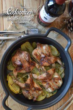 Ingredientes para 4 personas: 4 codornices abiertas. 2 cucharadas de miel. 4 ramitas de tomillo. 4 ramitas de romero. ...