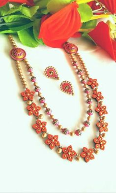 12 Awesome Paper Quilling Jewelry Designs To Start Today Terracotta Jewellery Online, Terracotta Jewellery Designs, Thread Jewellery, Fabric Jewelry, Gold Jewellery, Silver Jewelry, Fall Jewelry, Fashion Jewellery, Indian Jewelry