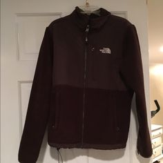 Women's NorthFace Denali Jacket New condition! Only worn a few times The North Face Jackets & Coats