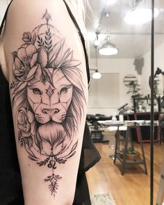 Tatuagem Leão Feminina with roses sword behind it Tatoo Art, Body Art Tattoos, Sleeve Tattoos, Tatoos, Piercing Tattoo, Piercings, Leo Lion Tattoos, Tattoo Trend, Bild Tattoos